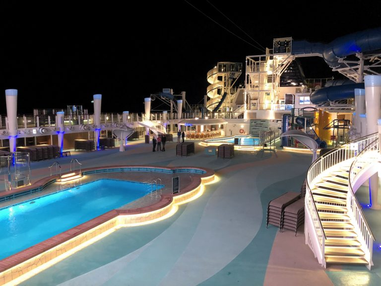 Norwegian_Bliss_swimming_pool_night_IMG_1375